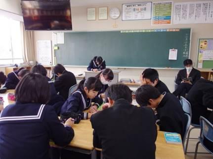 学級の学習をしている様子の写真