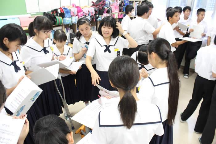 合唱コンクールの練習の様子の写真